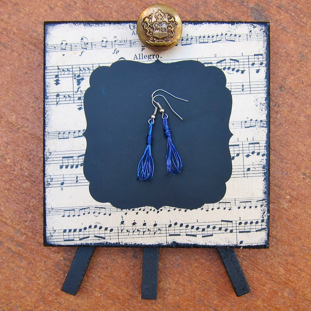 Learn how to make your own whisk earrings and pendant with jewelry wire.