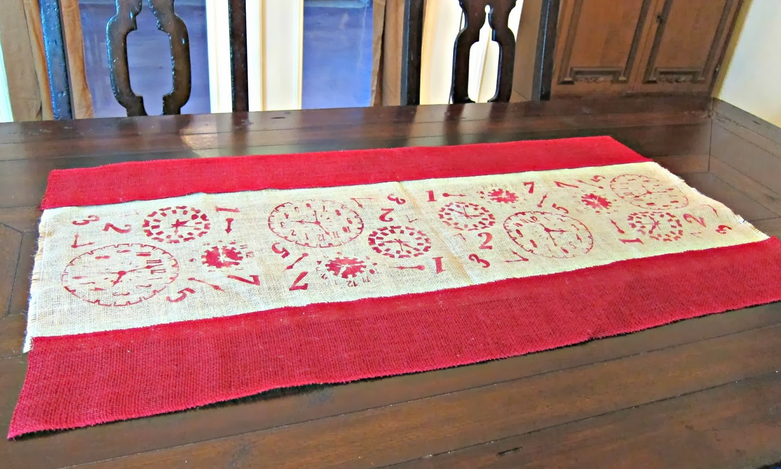 make a no sew stenciled burlap table runner morena 39 s corner. Black Bedroom Furniture Sets. Home Design Ideas
