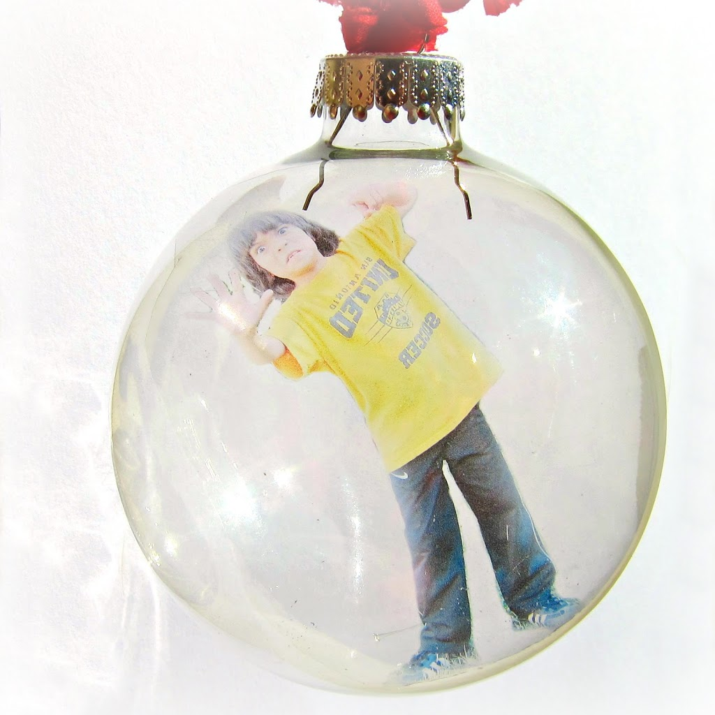 Make A Personalized Floating Photo Ornament
