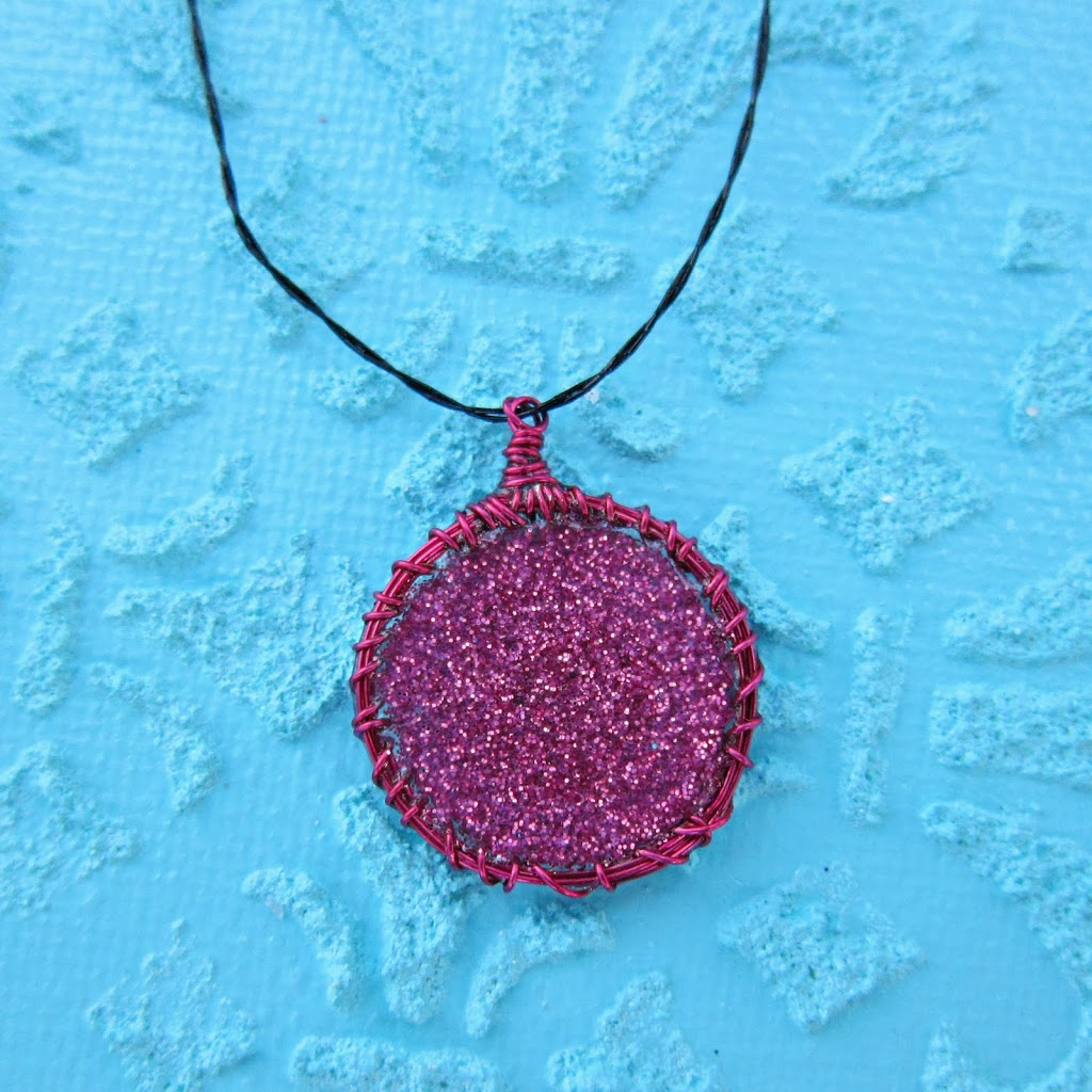 Make Your Own Wire Wrapped Charms - Morena\'s Corner