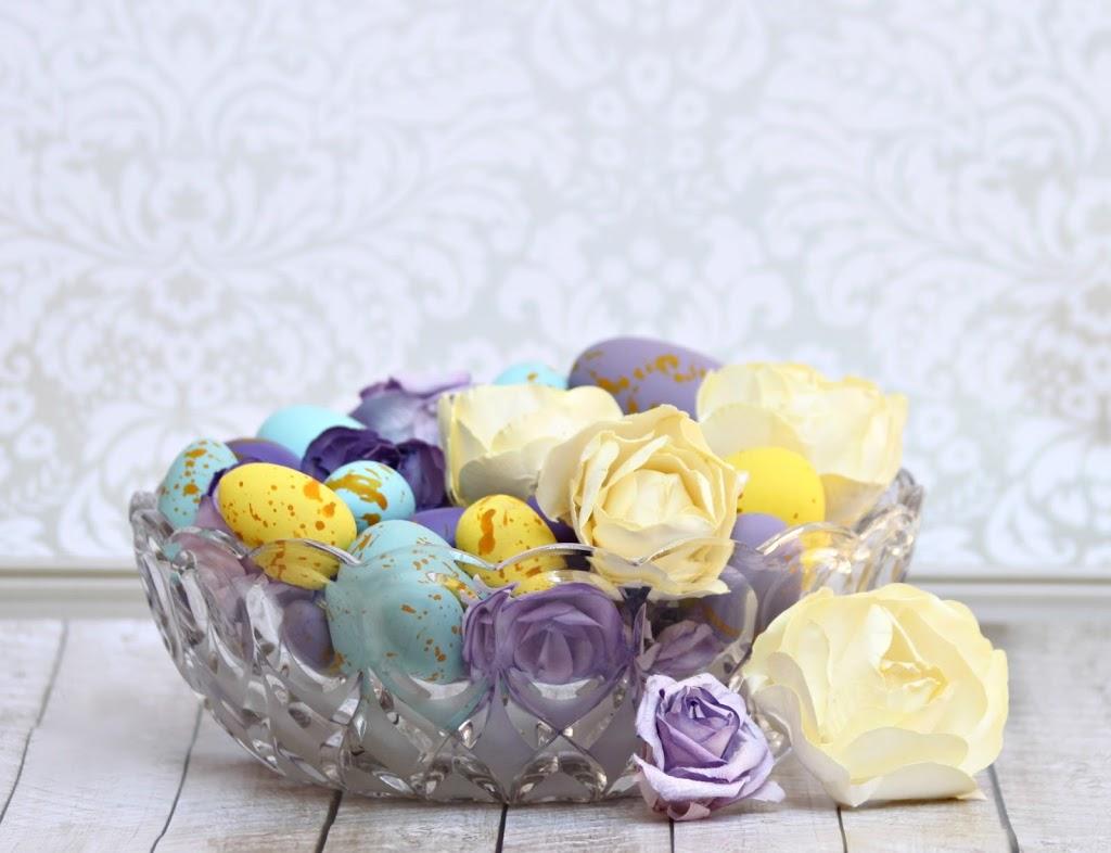 Diy Speckled Easter Eggs And Flower Centerpiece Morenas Corner