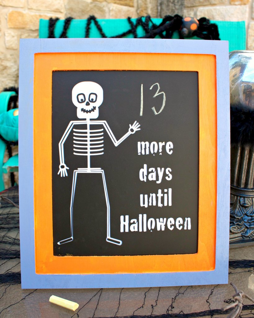 Make a spookily cute chalkboard calendar frame to help your kids count down the days until it's Halloween! Tutorial with free cut file.