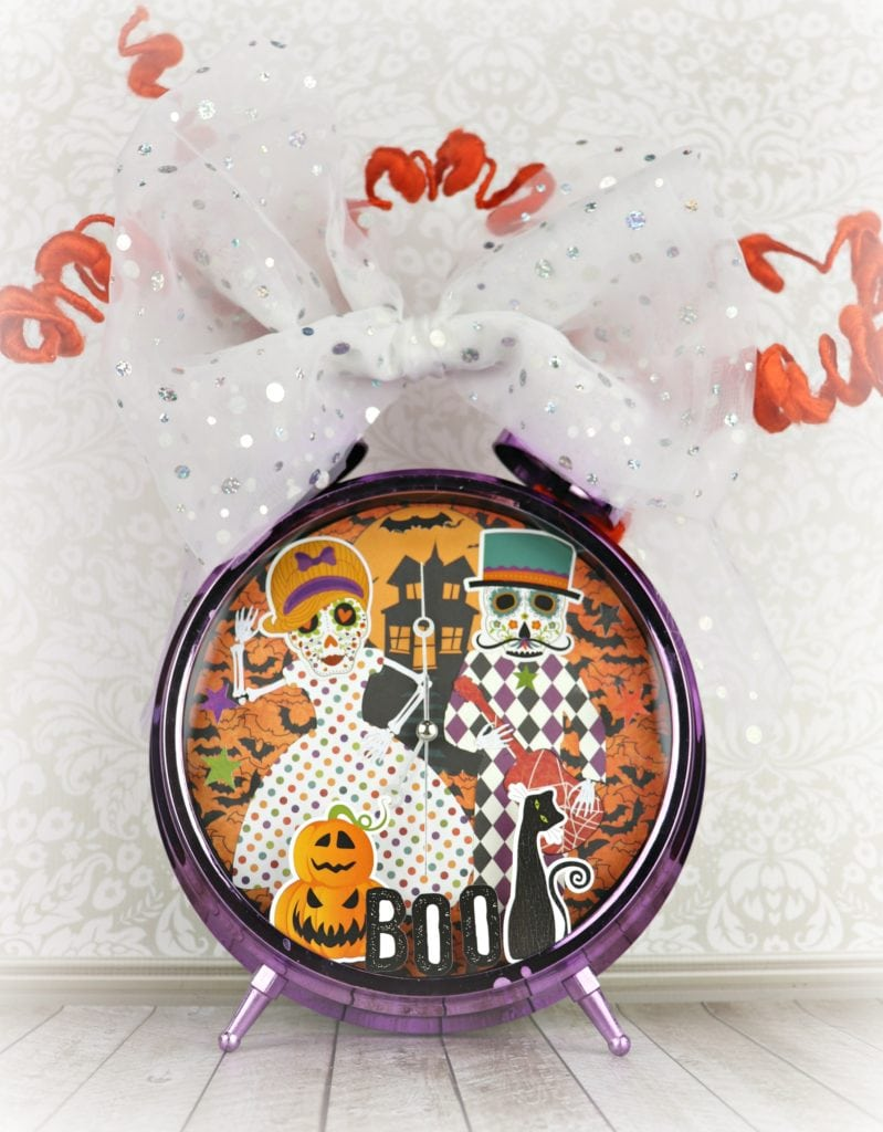Make a spooky Halloween clock to decorate with this fall! As you probably can guess, Halloween is my favorite holiday season to craft for.