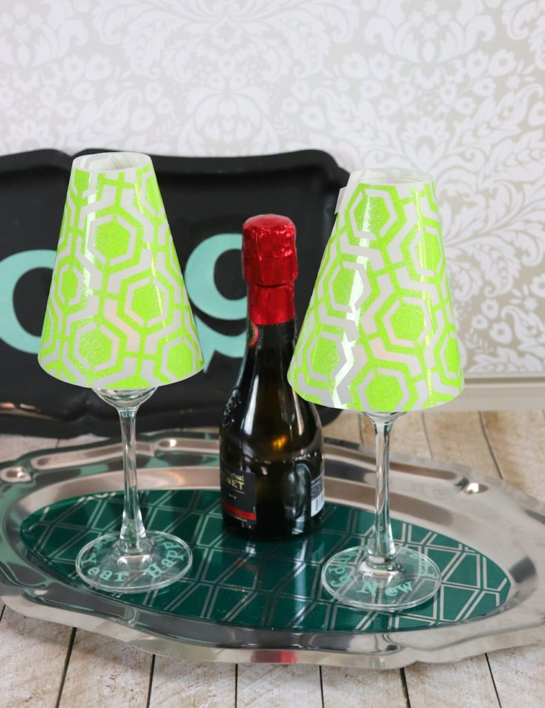 Make retro New Year's Eve party decor.